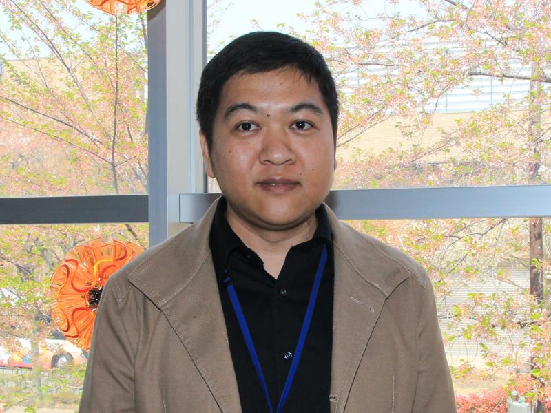 QisDESIGNのデザイナーの1人、CR・チェン氏