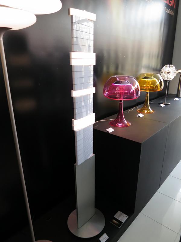 このほか会場に展示されていたLED照明。「ピアノ・フロアランプ」は、ピアノの鍵盤のように、1つ1つ独立した細長い光源を搭載。それぞれ押すとライトが点灯する。発売中。希望小売価格は187,000円(税抜)