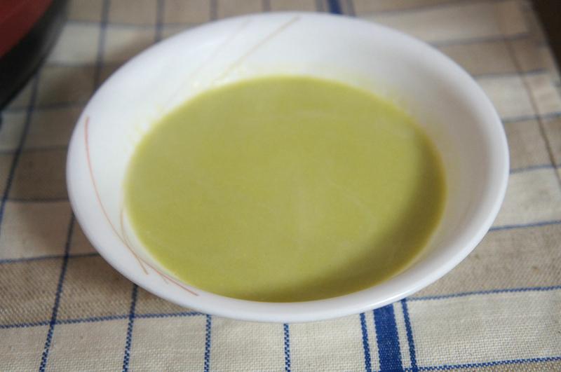 旬のアスパラが15本も入った香りのよいスープ