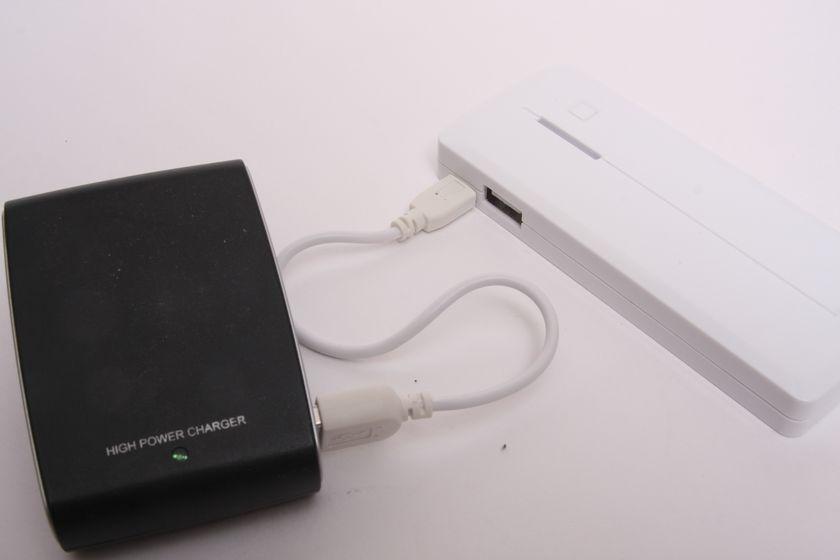 クレイドルがない場合は、本体のMicro USBコネクタから低速充電が可能
