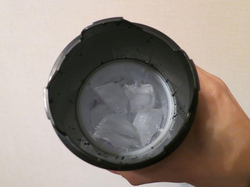 氷ケースに氷をセットした様子