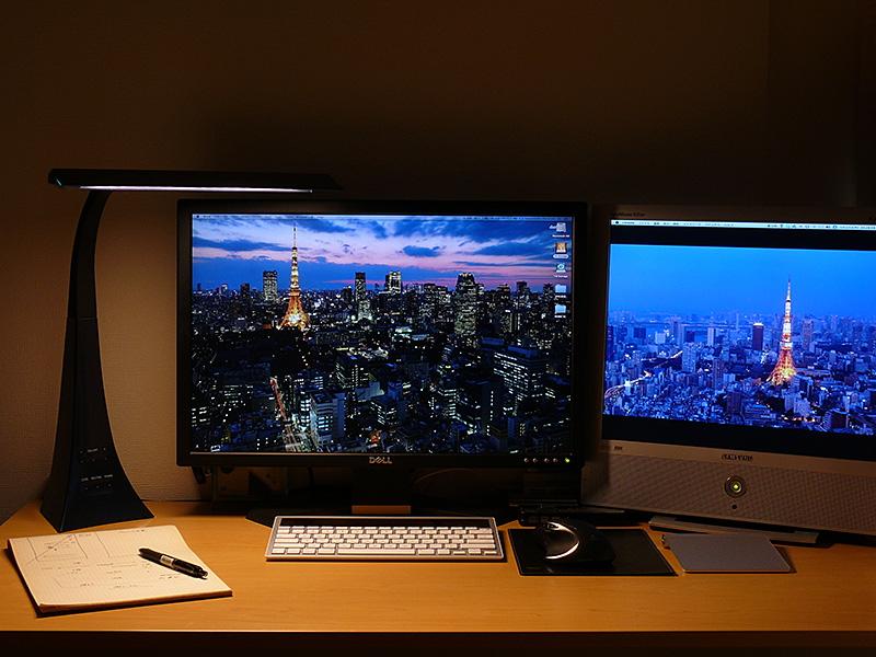 勉強や仕事をしない時は、電球色にしてくつろぎの明かりとしても利用できる