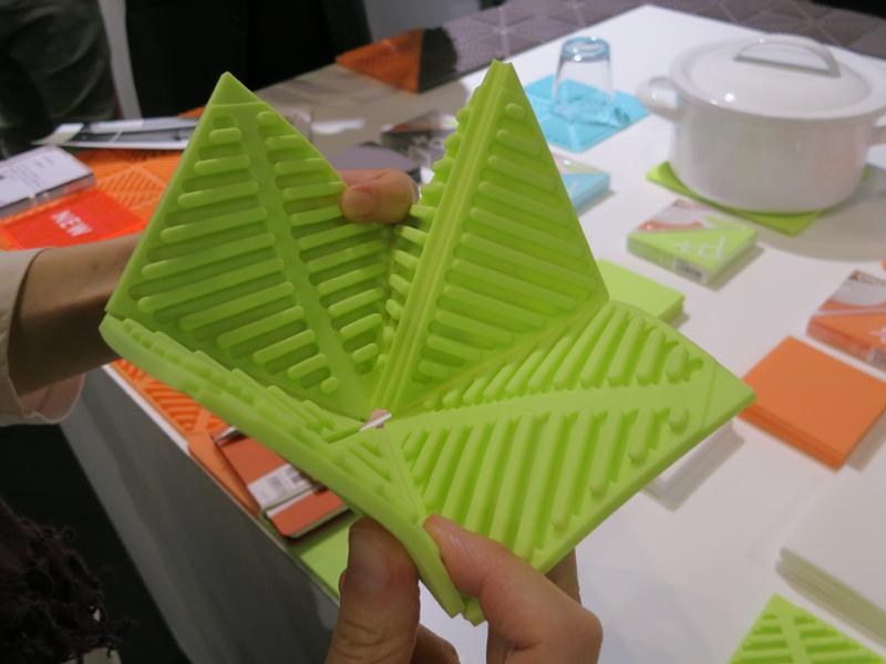 折り紙のようにたたむ