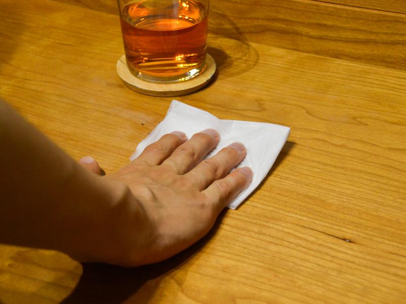 食卓は、毎食後に拭くことで清潔さを保てる