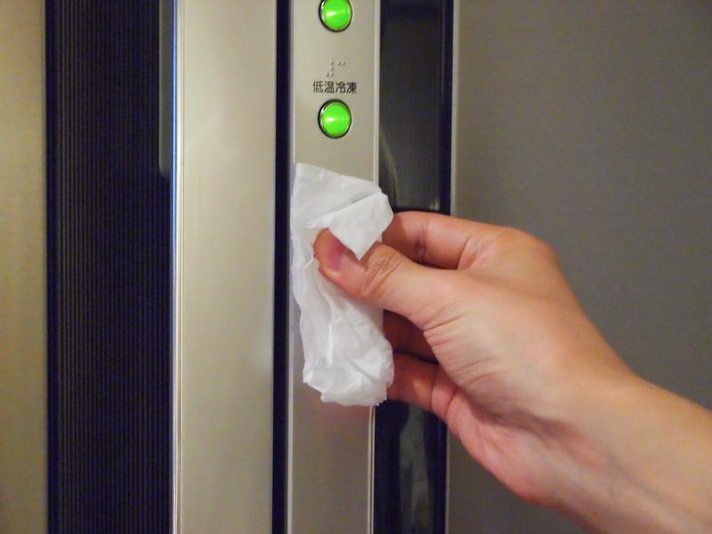 冷蔵庫やオーブンレンジは、取っ手や操作パネルを拭いた