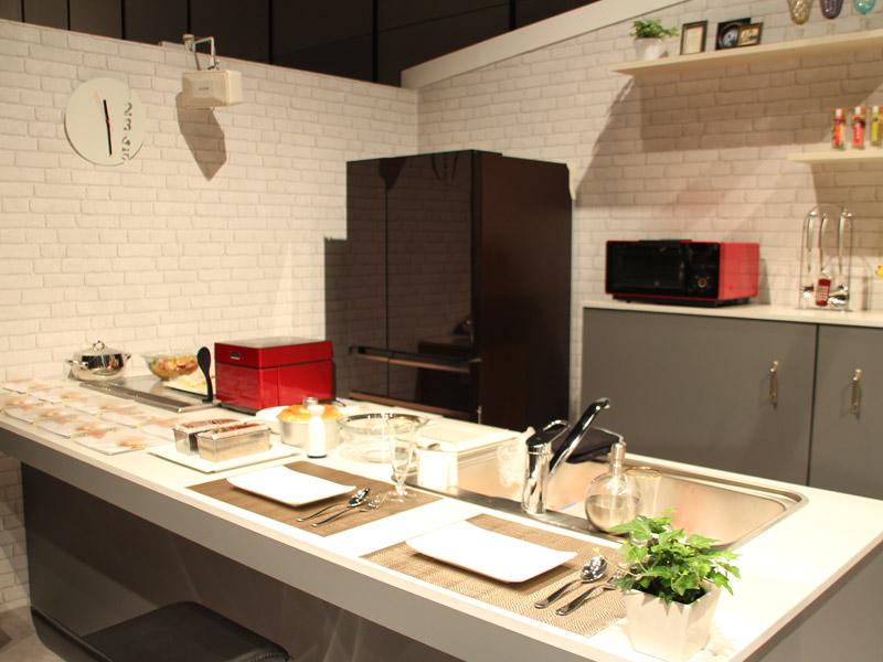 三菱電機の冷蔵庫、炊飯器、オーブンレンジなど。これらは全て家庭電器機器として区分される