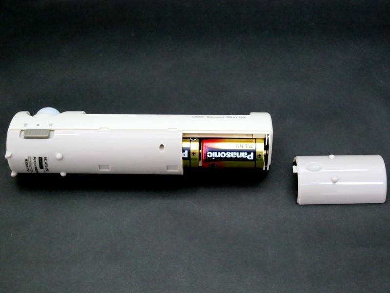 電池は単二型アルカリが指定。3本使用する。