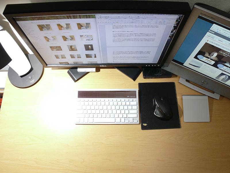 拡散性が高いので、デスクの端に置いても手元はしっかり明るい