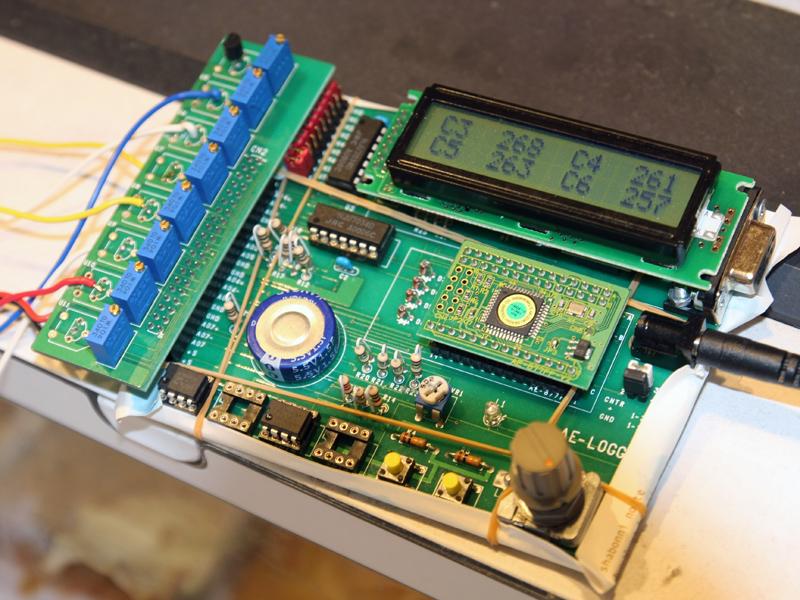 6箇所の温度を同時に測定してデータ化する装置。実際の温度は1/10した値になる