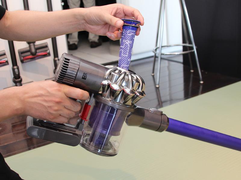 ダイソンのフィルターは月に1回の水洗いだけでOK。日常的なメンテナンスは必要ない