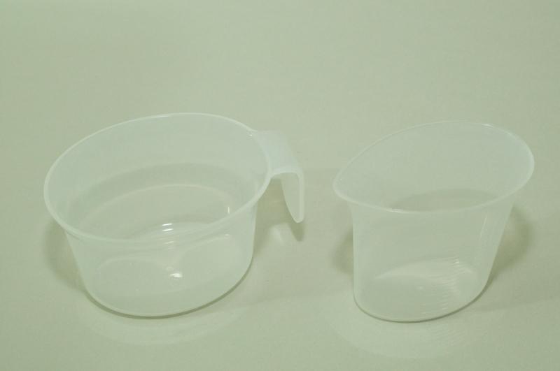 そのほか、粉用の計量カップと水用の計量カップが付属する