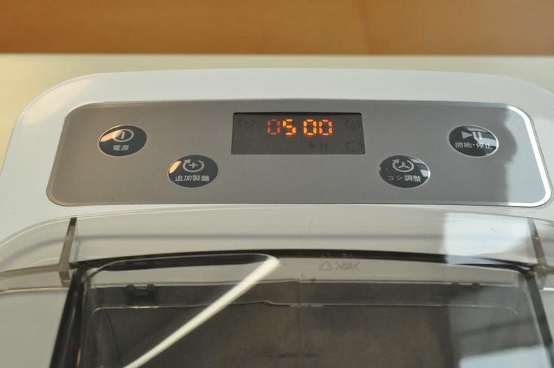 電源を入れて、運転を開始する。追加製麺、コシ調整は「開始・停止」ボタンを押す前に設定しよう