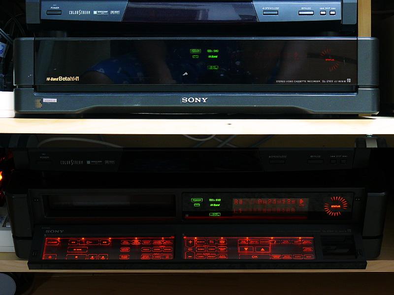 ソニーの「Hi-Band/Beta hi-fi SL-2100」。扉を開けると操作パネルが光る、いま見ても斬新なタッチパネル方式