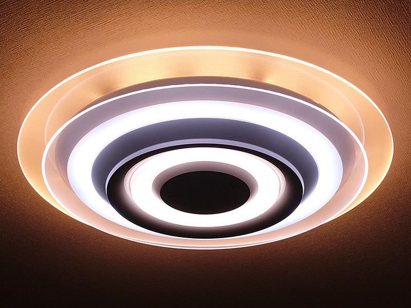 パナソニック「LEDシーリングライト HH-LC720A」。12畳向けだ。上下2枚の導光パネルを独立して調色できる