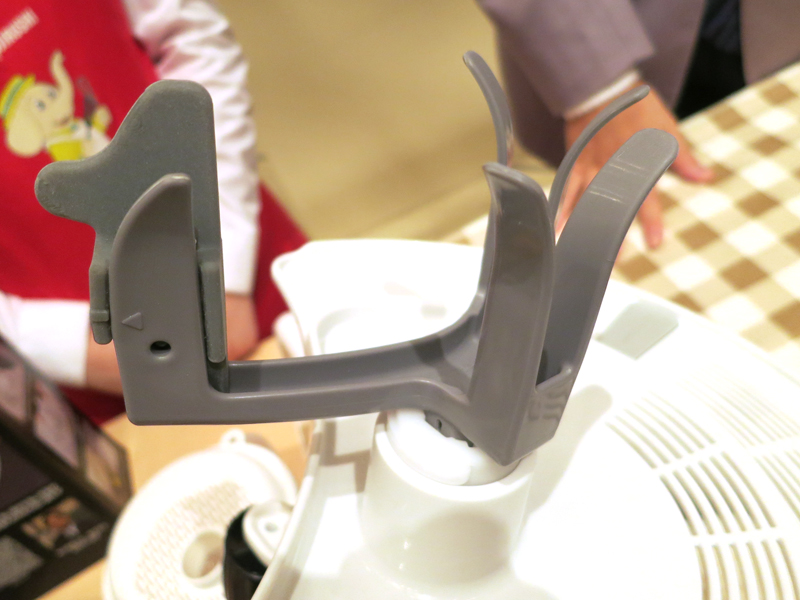 撹拌棒には羽根が付いており、適度な強さで米を研げる