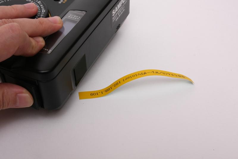 横のボタンを押すとラベルが切れる
