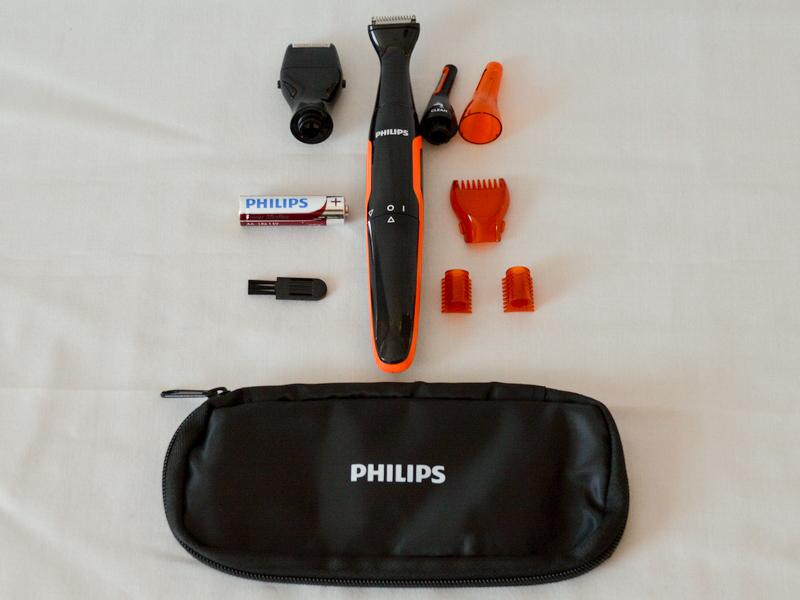 パッケージの中身。ヒゲスタイラーの付いた本体のほか、ミニ網刃シェーバーやトリミングヘッド、単3アルカリ乾電池やクリーニングブラシが入っている