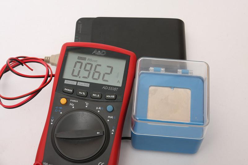 およそ1Aの電流が流れるので、モバイルバッテリーで使うのがベスト
