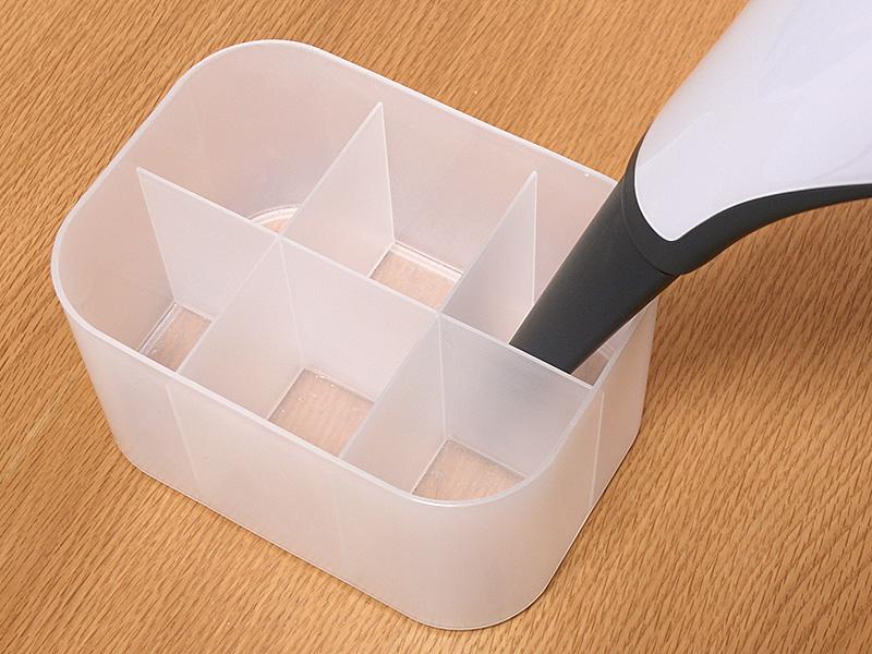 ノズルタイプはペン立てなど、細く深さのあるものの掃除に役立つ