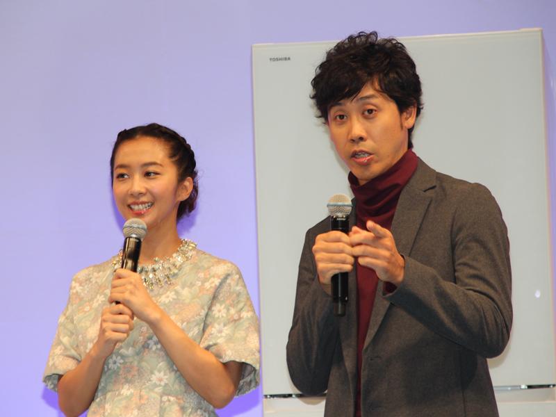 東芝の生活家電イメージキャラクターに就任した大泉洋さんと、優香さん