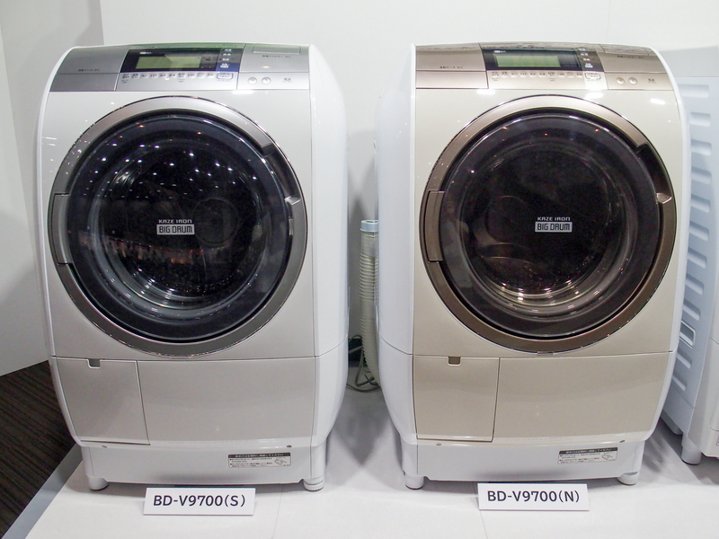 BD-V9700。カラーは左がシルバーで、右がシャンパン