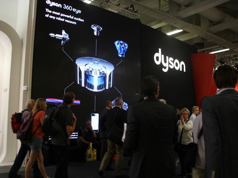 IFA2014のダイソンブース。Eye 360を中心に展示している
