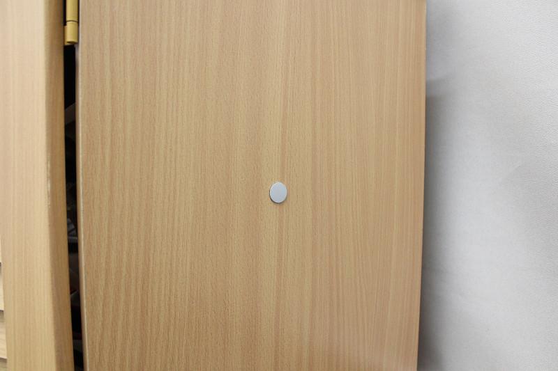 木製の家具にスチールプレート貼り付け