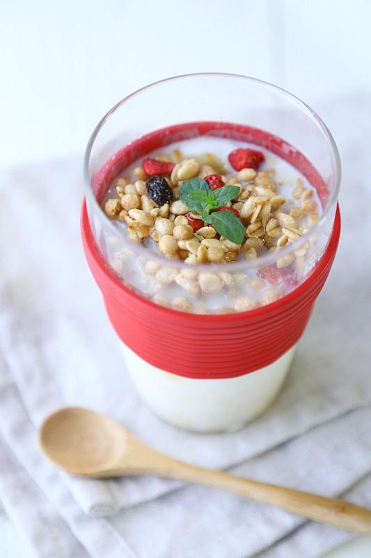 ヨーグルトやグラノーラなどをトッピングすれば朝食メニューに