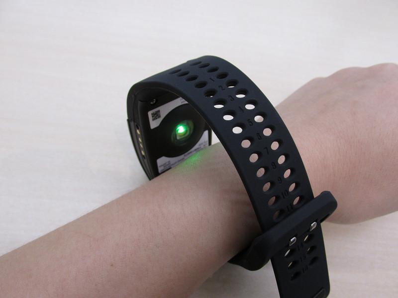 裏側のLEDセンサーが脈拍を測定