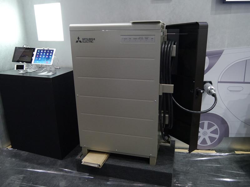 三菱電機はEV用パワーコンディショナーを展示して、V2Hのデモストレーション