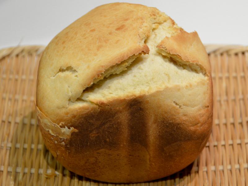 焼きたての60分パン。クラストがこんがり焼けていて美味しそうだ