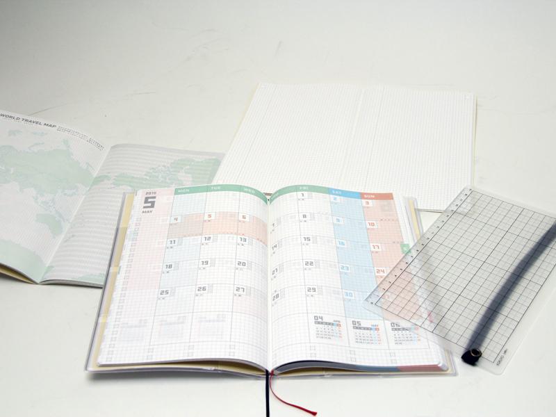 独立したメモ帳や、定規付きの下敷きなど、文具メーカーならではの使い勝手