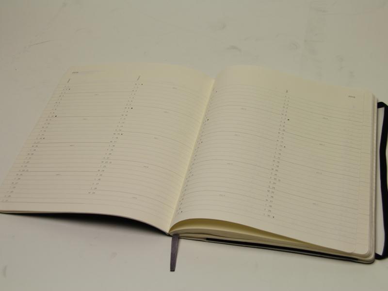 月間の予定表もシンプルで強い主張がない