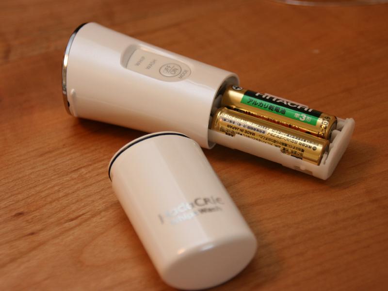 電源は別売りの単三形アルカリ電池2本