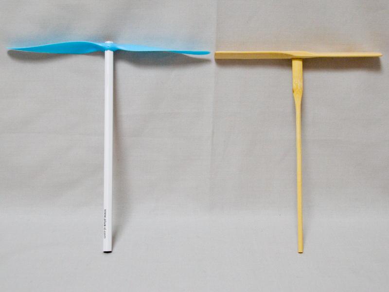 付属の鉛筆に羽根を付けたところ。大きさは普通の竹とんぼと同じくらいだが、ビューンのほうが断然オシャレ