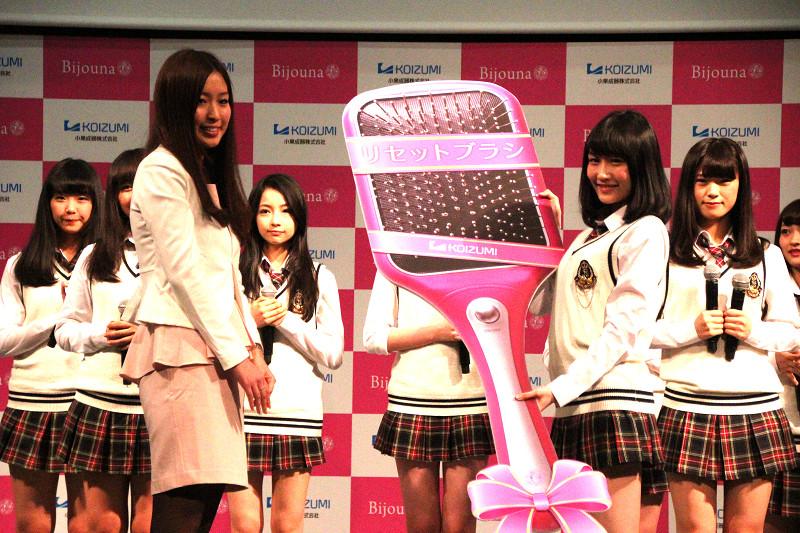 矢倉楓子さんはリセットブラシのパネルを渡された