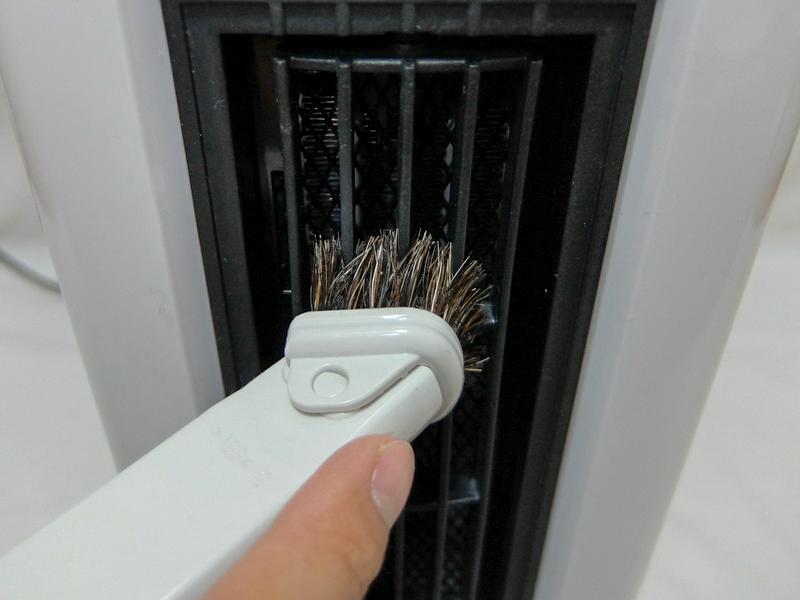 吹出口と吸気口は、付着したホコリが目立ってきたら掃除機で吸い取るだけ