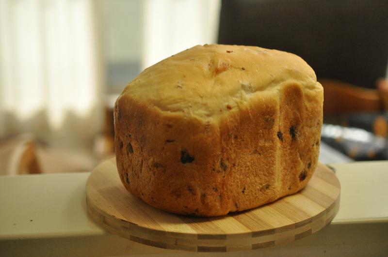 完成したパン。外にもわずかにベーコンの姿が見える