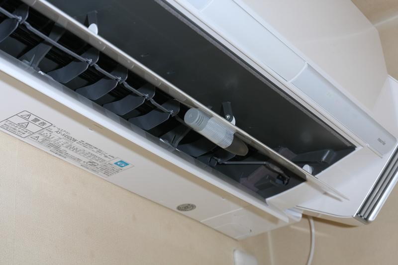 吹き出し口の温度センサーを取り付けて温度変化を記録