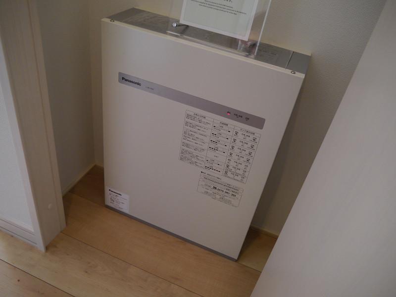 家庭用リチウムイオン蓄電池が配備されているのが特徴だ