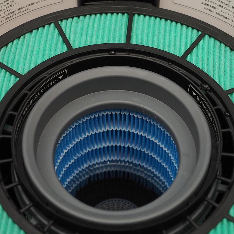 緑色のフィルターが「酵素プレフィルター」で空気から除菌します。青は水を含んだ「吸水フィルター」で加湿機能の要です