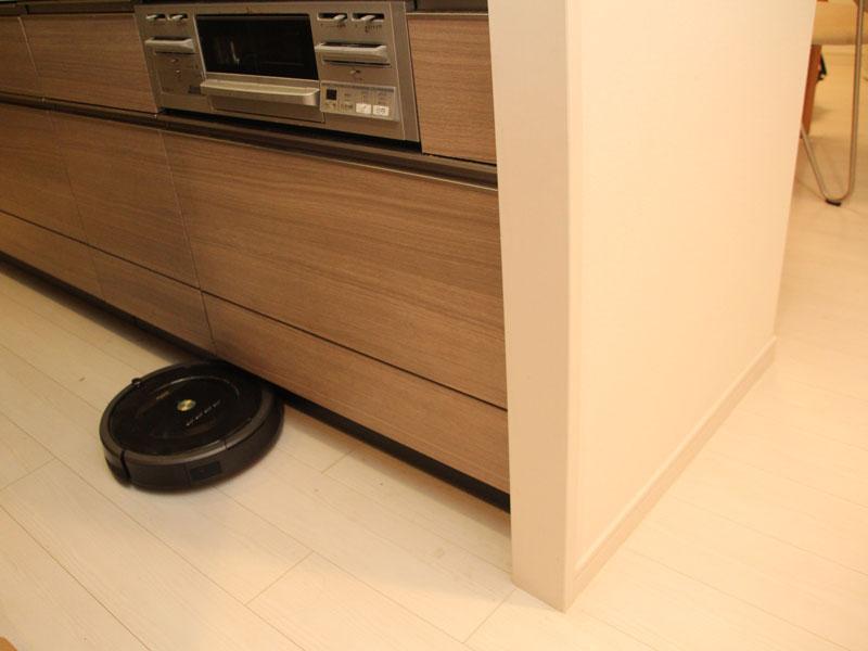 LDKのキッチンスペースもルンバが掃除してくれる