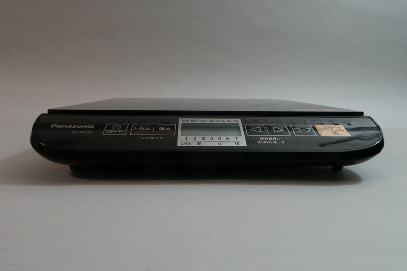IH調理器を前から見たところ。約54mmと薄いため、ダイニングテーブルにおいても鍋の位置が高くなりすぎない