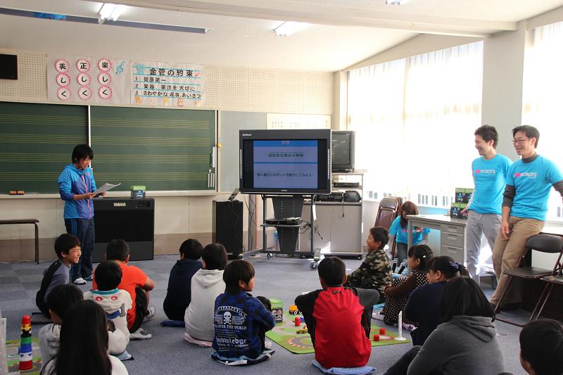 プログラミング授業を行なう成田市豊住小学校