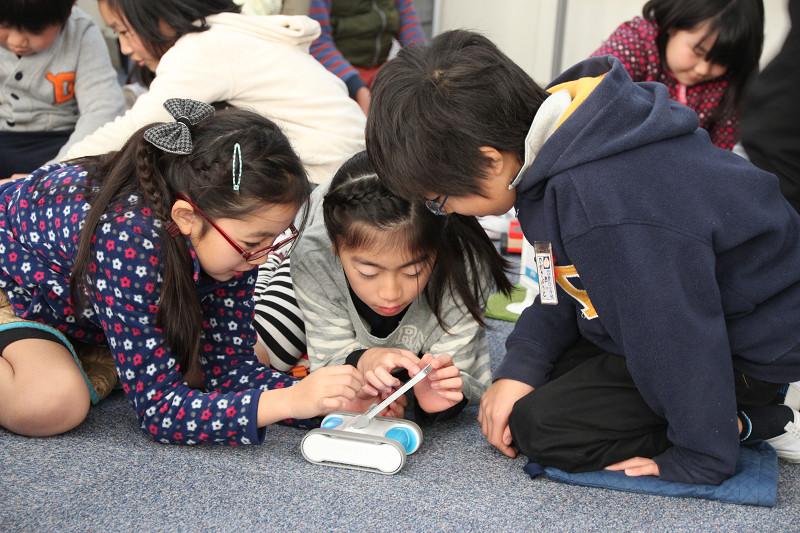 女子生徒も積極的にプログラミングに挑戦