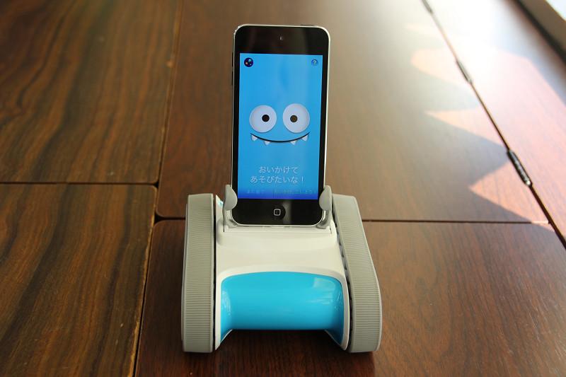 iPhoneと接続して使うロボット「Romo」