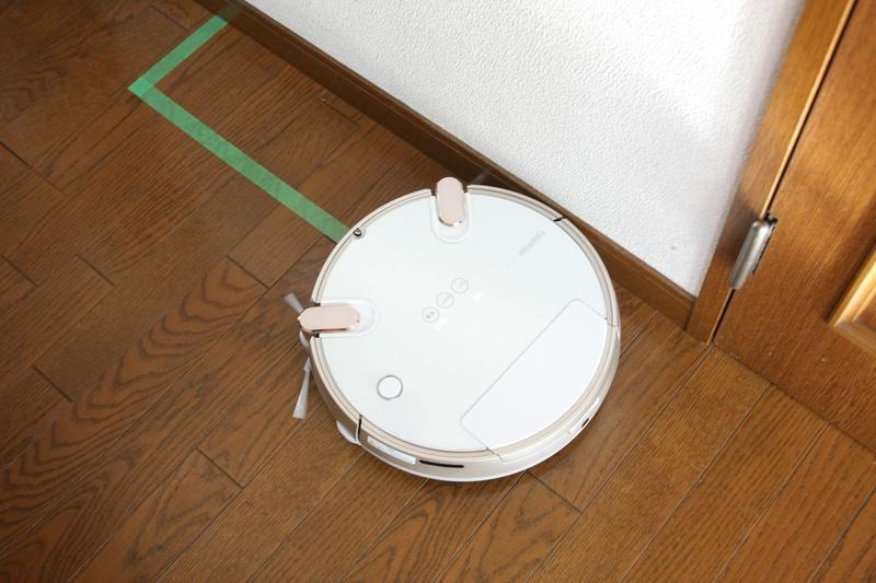 壁ぎわや窓ぎわを、ロボット掃除機はキレイにできるか?