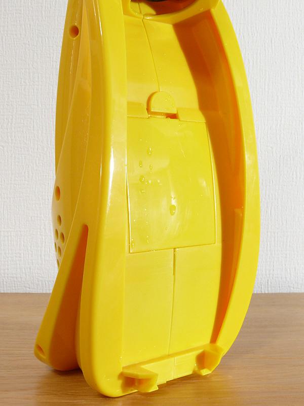 水タンクを外した時に、本体に多少水が付く場合があった。電池ケースは防水ではないので気をつけよう