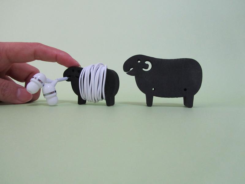 2015年はヒツジ年。この羊たちにも、ケーブルホルダーとしてしっかりマイペースに活躍してもらいましょう!
