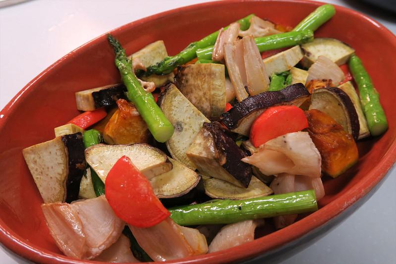 野菜のグリルの完成。そのままではなかなか量を食べられない野菜もグリルなら進む